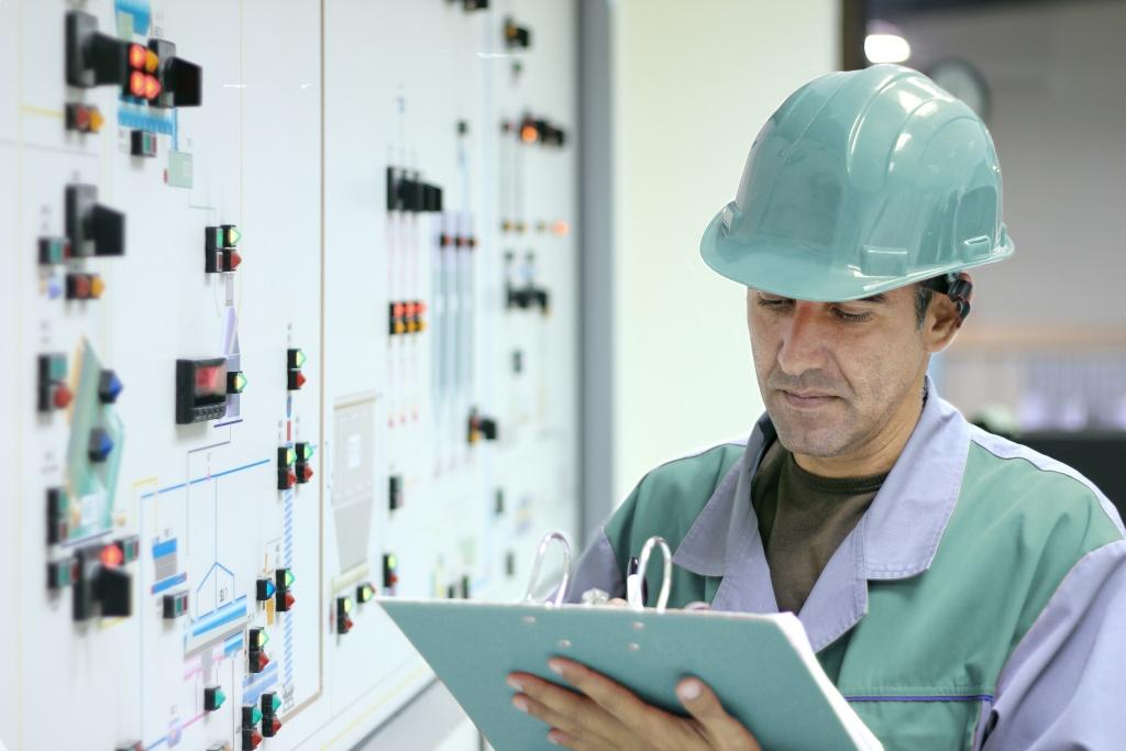 Обслуживание системы электроснабжения и освещения